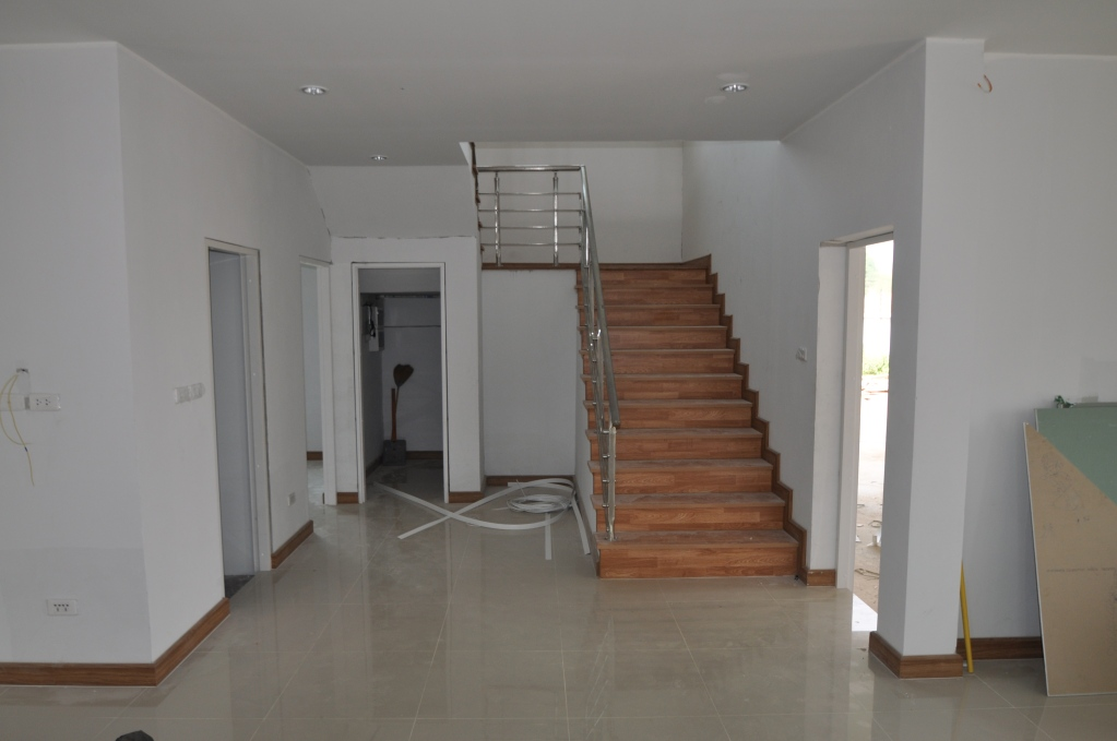 Floor tiles and laminate