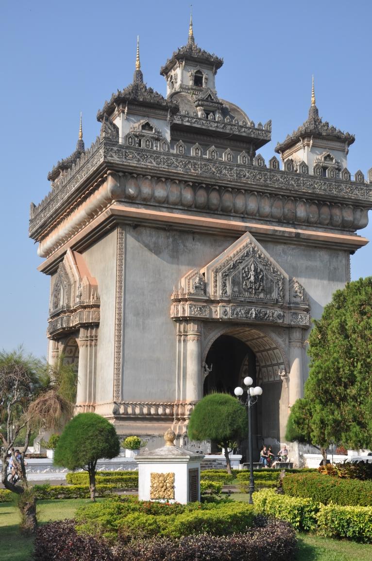 Its meant to resemble Arch de Triumph in Paris