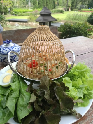somtum (papaya salad)