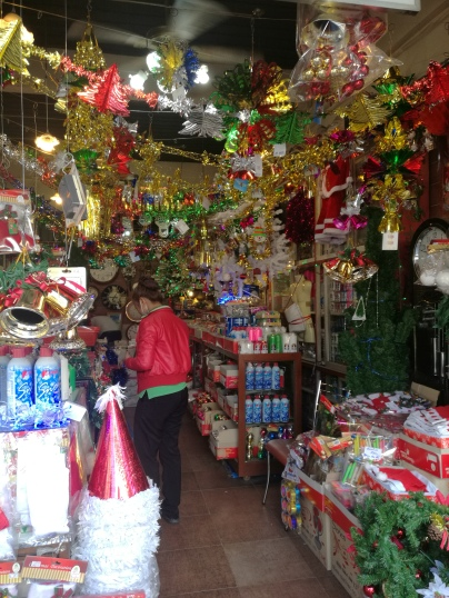 xmas decoration shop